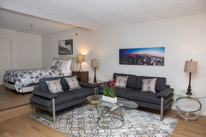 Entire Hollywood Studio - Fully Furnished