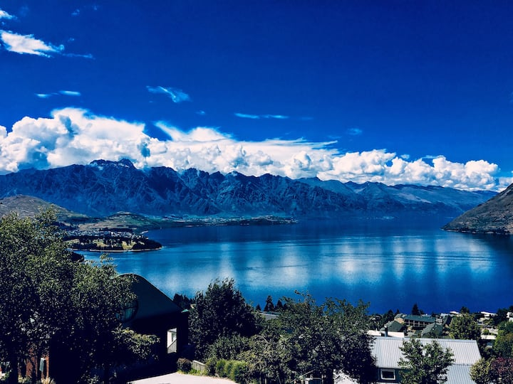 Awesomely Wicked Queenstown Home