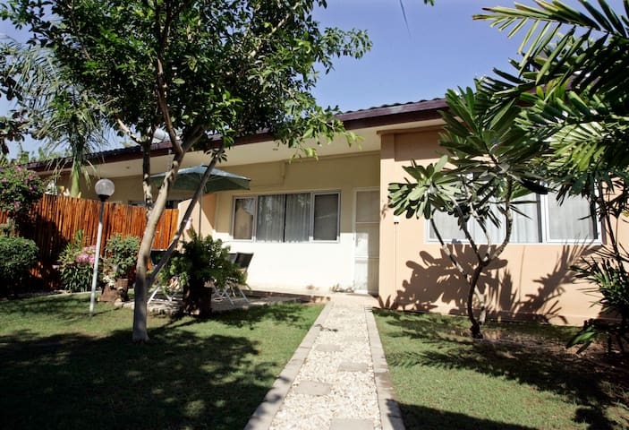 """Oasis in Dili""-serviced residence - Díli - House"