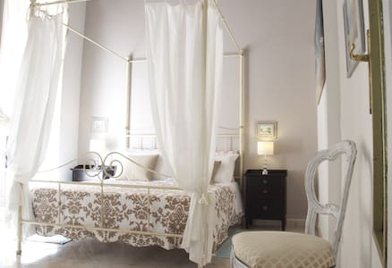 New Romantic Suite Cagliari center