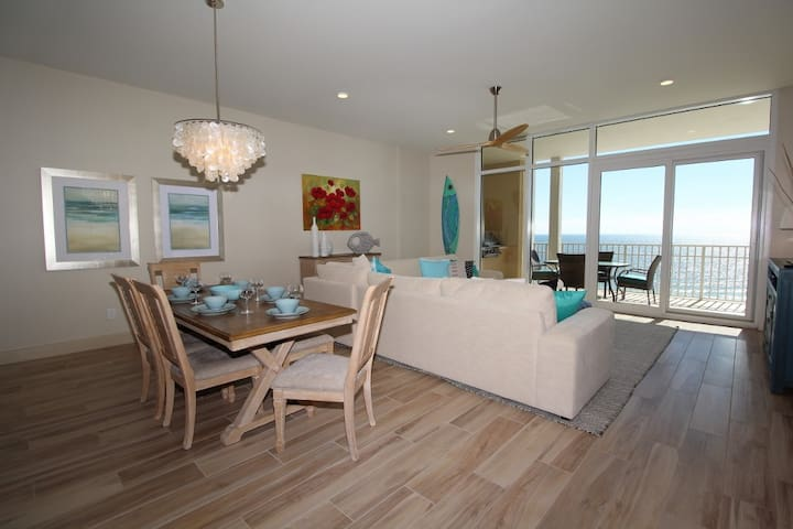 Vista Del Mar 707- Luxury Condo w/ Large Terrace + Amazing Interior