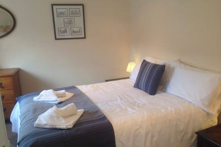 City Central Apartment - Sleeps 5 - Chichester