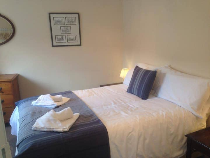 City Center, peaceful Chichester Retreat, Sleeps 3