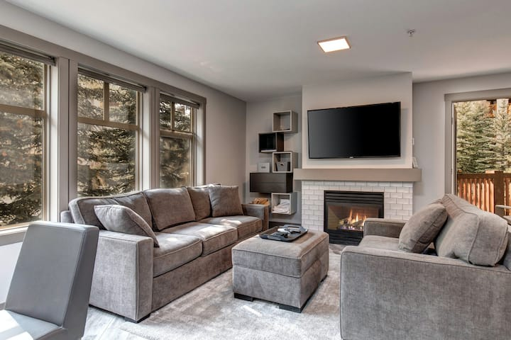 Warm & welcoming condo w/ access to pools, hot tubs, & more!