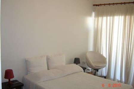 Cosy flat in centre 4 minutes from Larnaca Beach! - Larnaca - Appartement