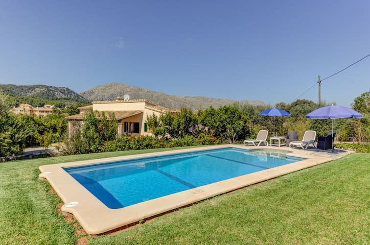 Villa with  pool walking distance to the town