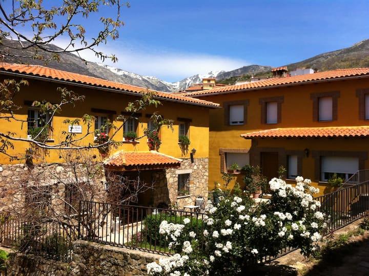 Caserón frente a la Montaña, Comarca de La Vera