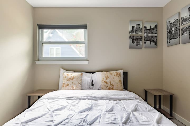 Chic & Modern 1BR/1BA in a House near Downtown