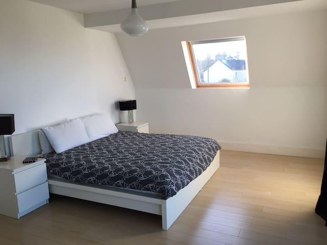 Master bedroom super king size bed with en-suite