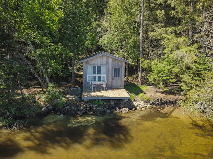 Algonquin Lakeside Cabin
