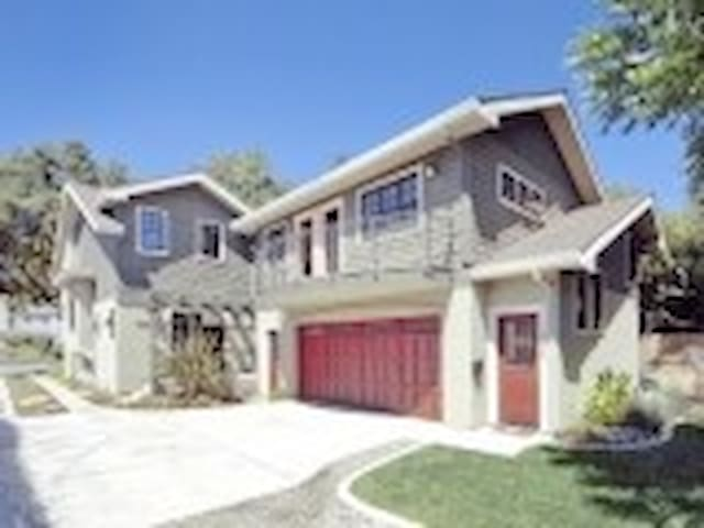 "Central Davis -  ""Carriage House"" - Davis - Apartamento"