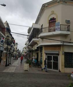 EL CONDE ROOM KING SIZE WITH  BALCON CABLE AC WIFI - Santo Domingo - Wohnung