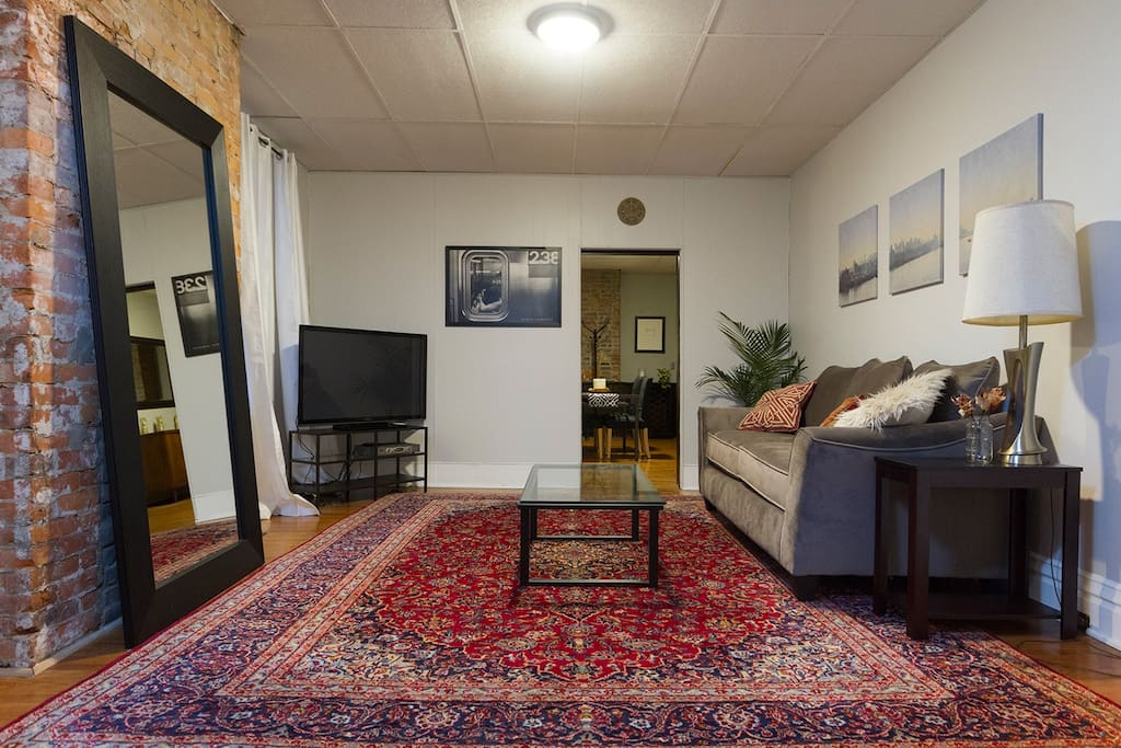 spacious getaway in little italy apartments for rent in pittsburgh pennsylvania united states. Black Bedroom Furniture Sets. Home Design Ideas