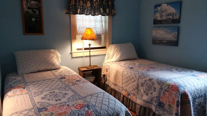 Guest room for two, mid-island