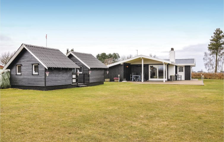 Holiday cottage with 2 bedrooms on 71m² in Otterup