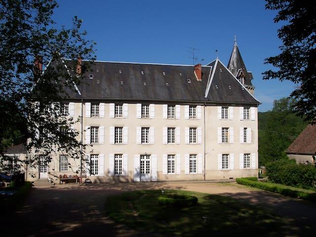 Château de Poussignol Chambres & Table d'hôtes - Château-Chinon(Ville)