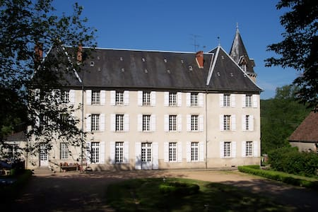 Château de Poussignol Chambres & Table d'hôtes - Château-Chinon(Ville) - Inap sarapan