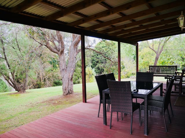 Blackbutt Cottage - Manjimup - WiFi and Netflix!
