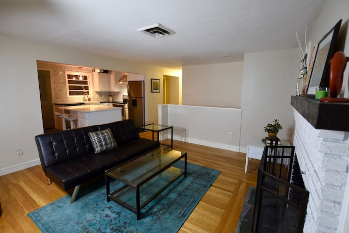 Comfortable Private Room in Home - South of Boston