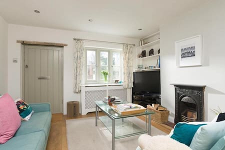 Cottage in the heart of Kenilworth, Warwickshire - Kenilworth - Hus