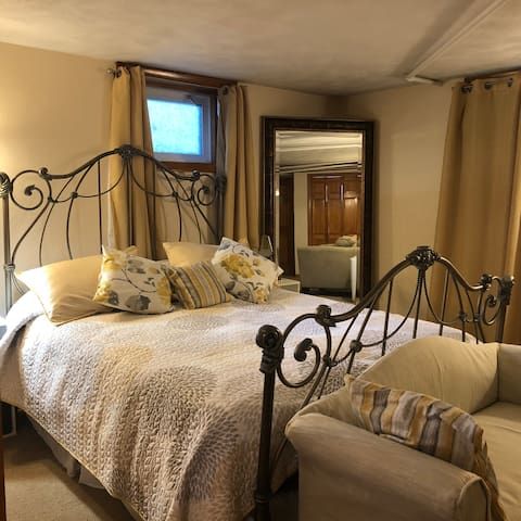 lovely basement studio with queen size bed