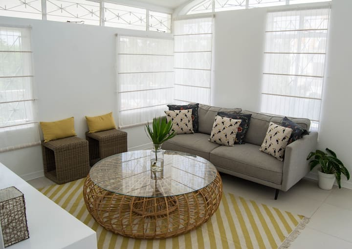 Elegant Modern 3 bedroom, Pool, 150m to Beach 1st