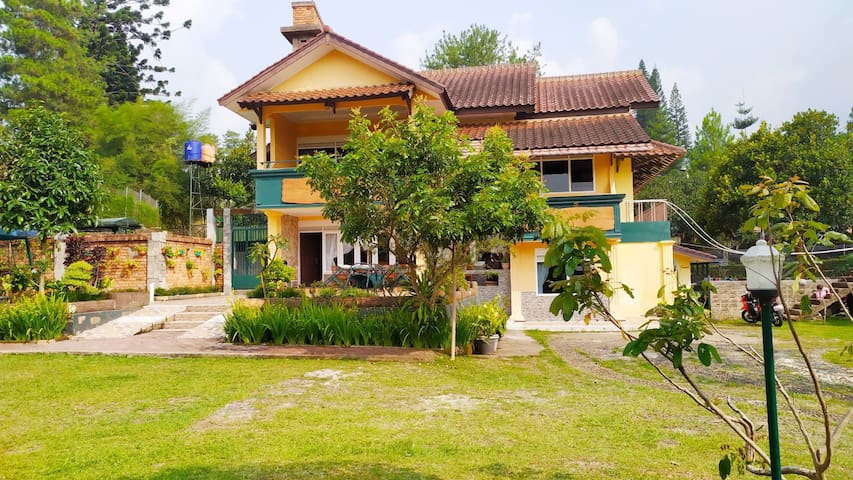 Vila Puncak Cisarua 11 kamar Private pool wifi