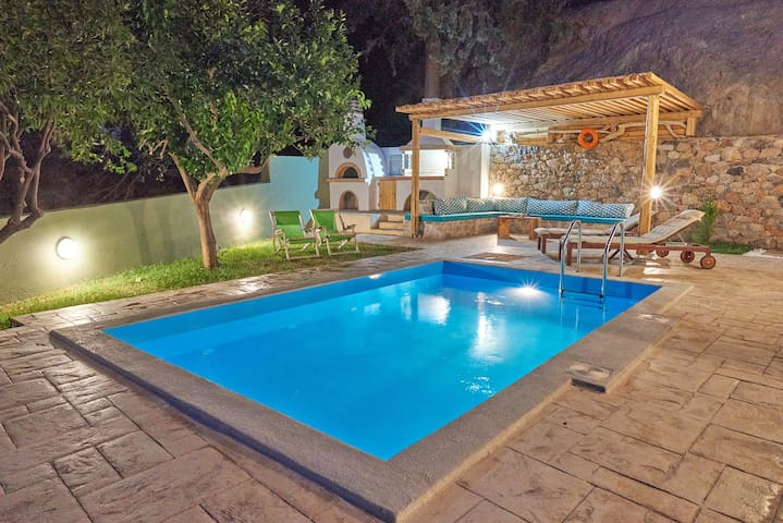 South Coast Villa,Private pool,Near beach & tavern