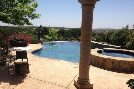 Gorgeous space, Hill Country views, NW of Austin - Leander - Huis