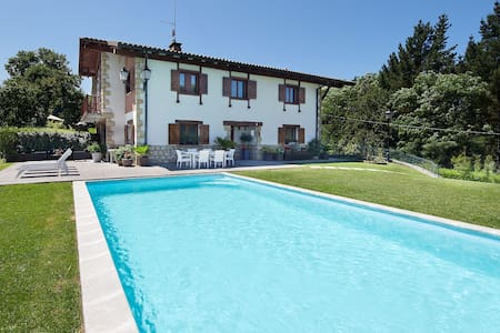 SPECTACULAR DETACHED VILLA TRADITIONAL BASQUESTYLE