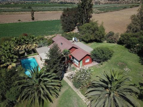 Casa Cerro El Kaki con Piscina Propia y Jardines.