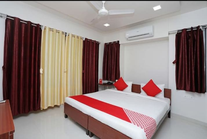Hotel room for couple corporates family