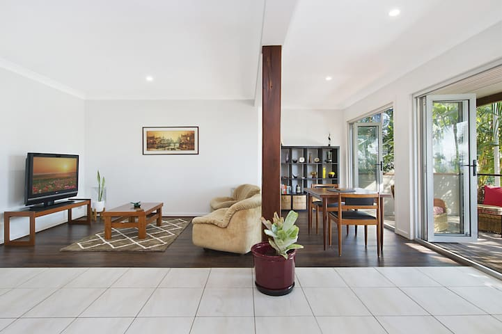 Hideaway in Coolangatta 1 bedroom retreat in a quiet leafy setting