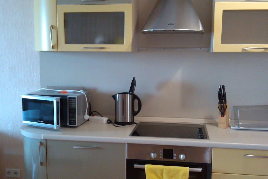 кухонный уголок оснащен всем необходимым