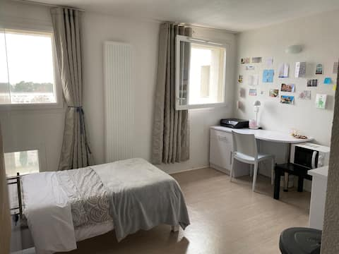 Clean little studio of 23m2 close to facilities