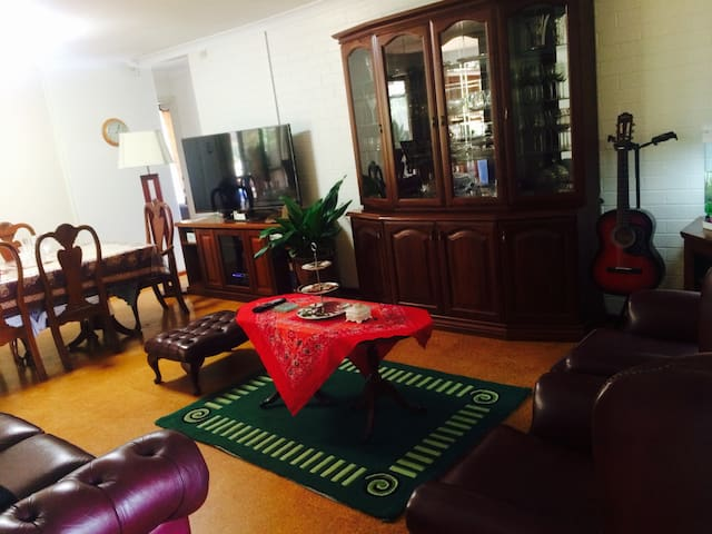 1 Room for 2 guess in A modern house - Leeming - Bed & Breakfast