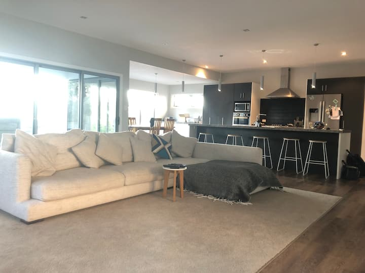 Modern 4 bedroom home with pool in Cambridge