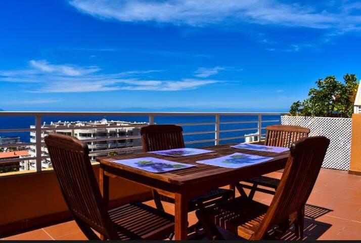 Acogedor apartamento con amplia terraza vista mar
