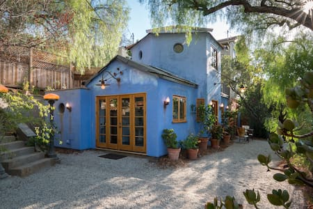 THE LITTLE BLUE BUNGALOW Perfect Romantic Getaway. - Σπίτι