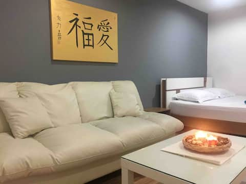 ★Close to everything! Modern condo near by subway★