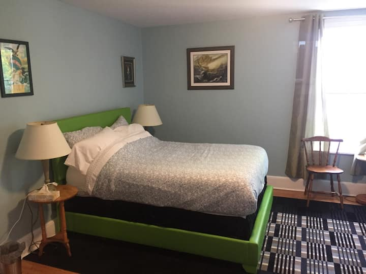 Charlottetown Backpackers AnneX Double+Single Beds
