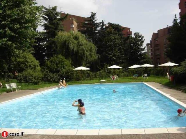 Mi Bisceglie con giardino e piscina - Milano - Condominio