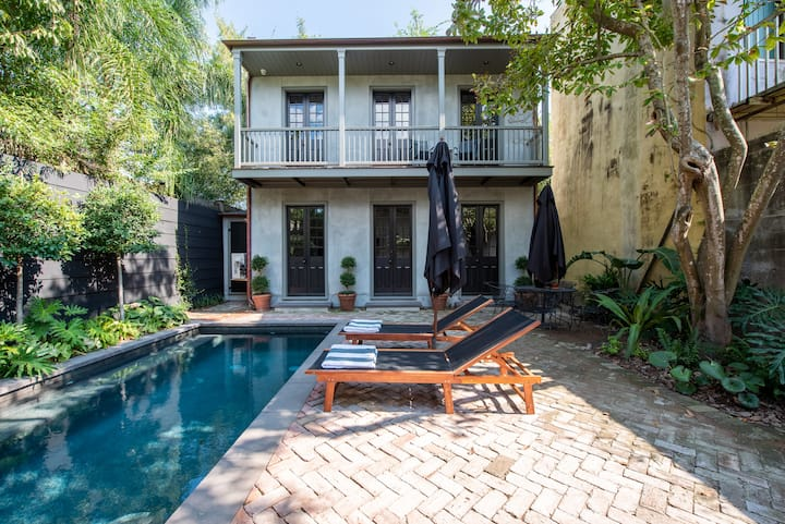 Luxury Pool House, steps to the French Quarter!