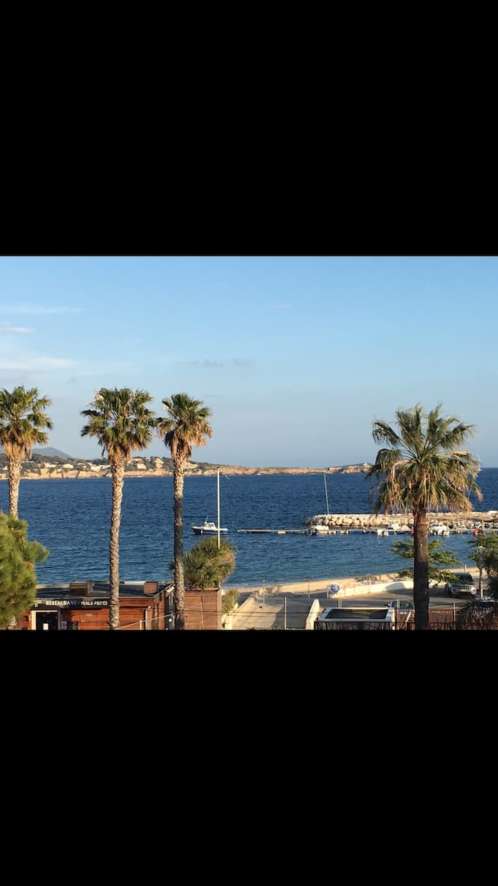 Sur le port de Bandol, vue panoramique sur la mer