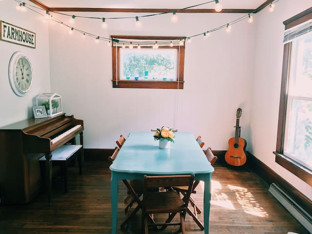 Intentional community-focused space - Canton - บ้าน