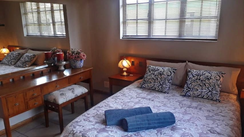 Main bedroom with shower en-suit