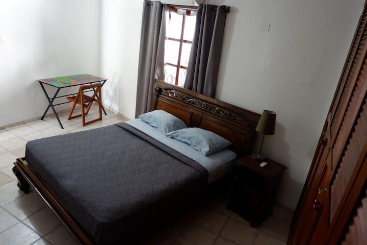 Cuarto #1 Queen bed