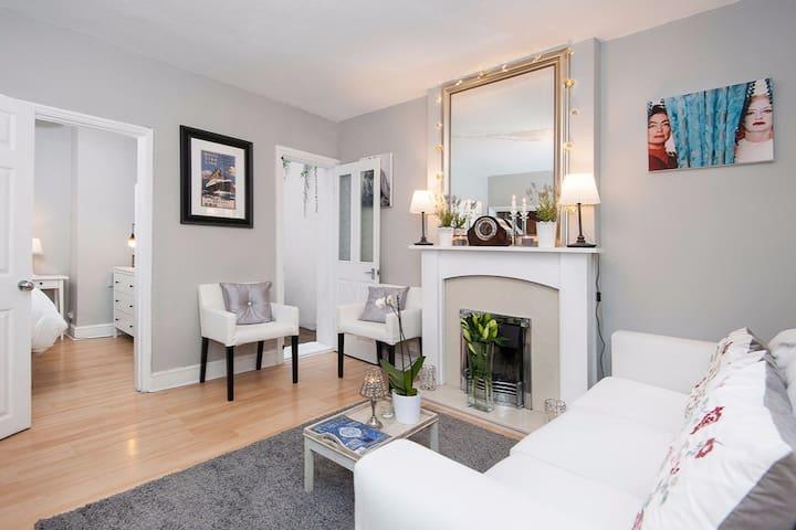Knightsbridge Mews Apartment - London