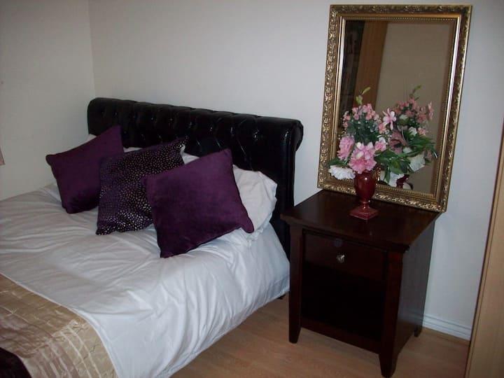 Double Bedroom with en-suite facilities