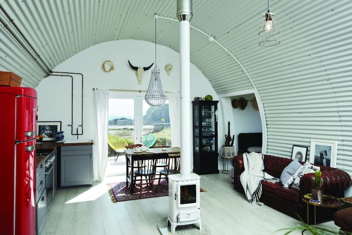The Nissen hut, Unique & Stylish Beach Hut Retreat